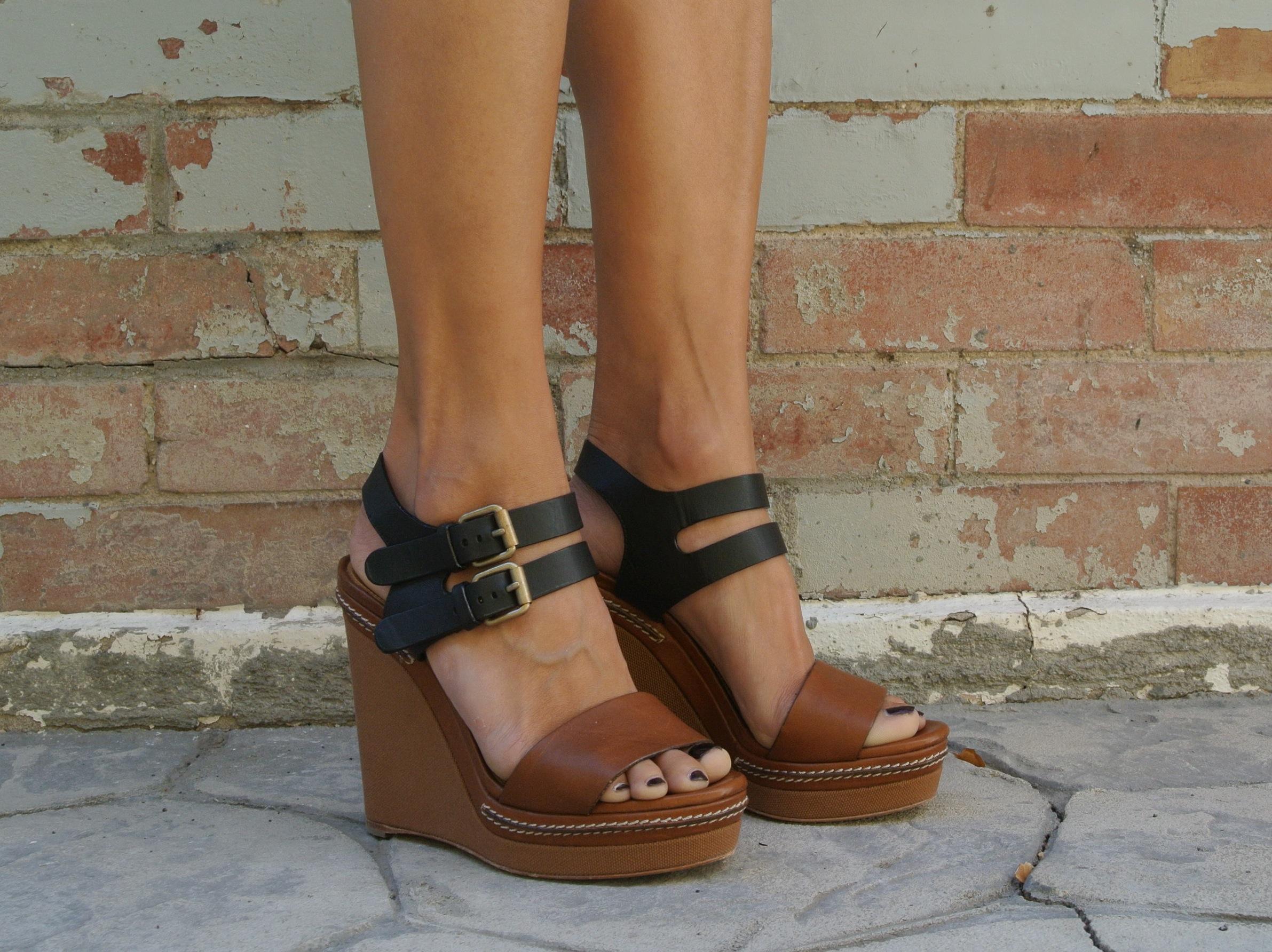3ea4b18272ab7 Chloe Groove Wedge Sandals